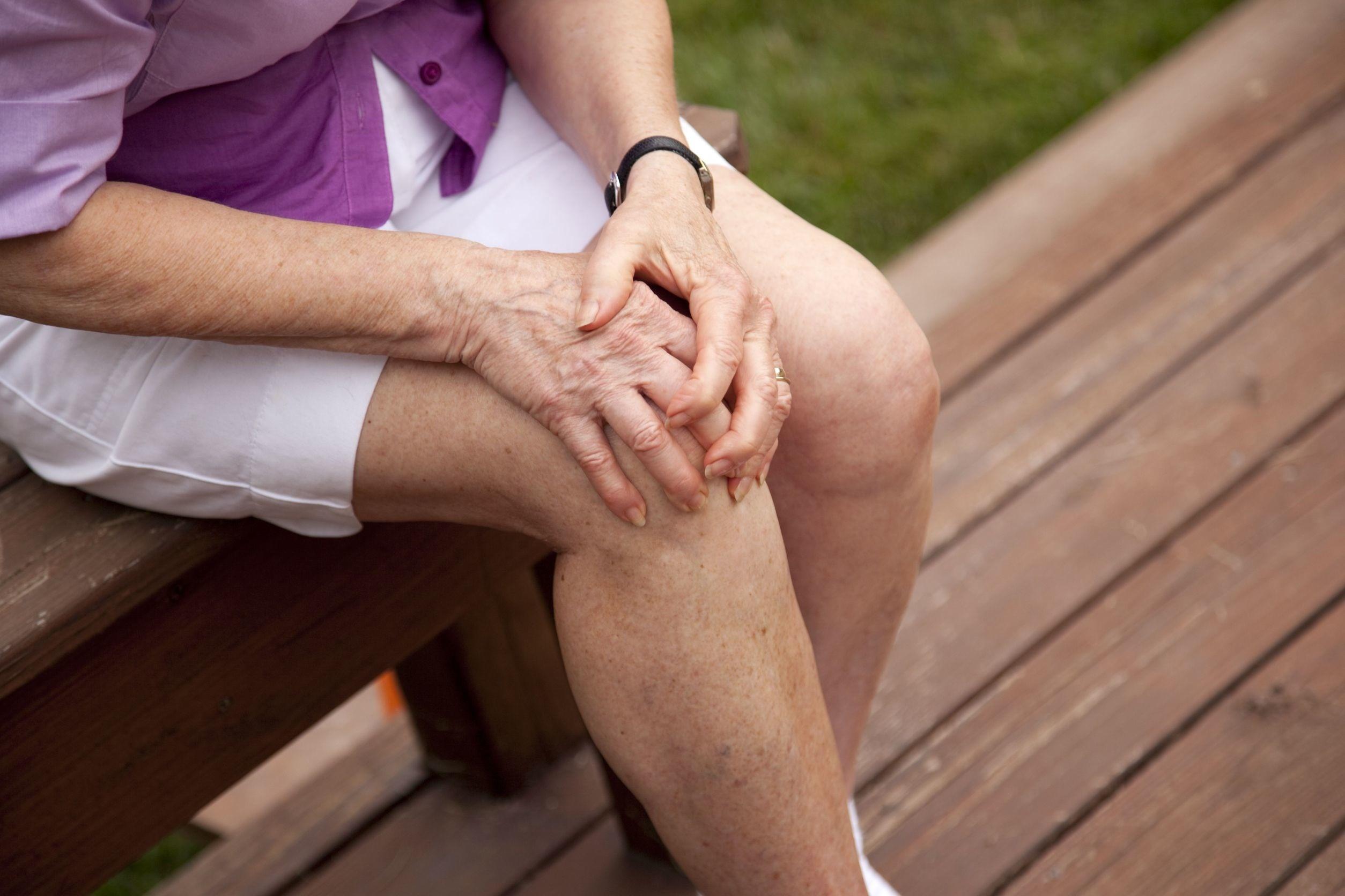 Bệnh đau đầu gối ở người già